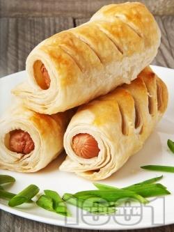 Пухкави кренвиршки за закуска с готово бутер тесто и пилешки кренвирши - снимка на рецептата